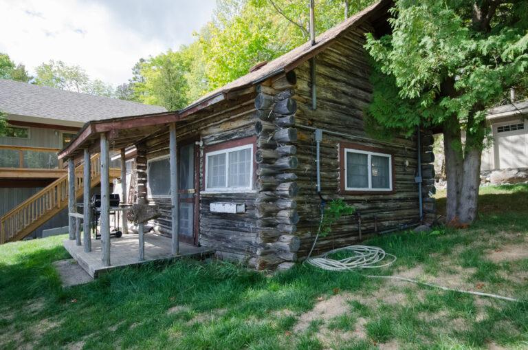Cabin 3 – Log Cabin
